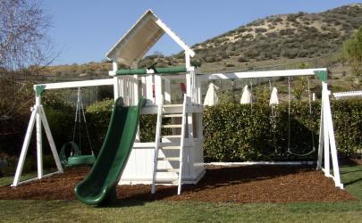 <b>P-45</b>: Fort Deck Super Slide 3 Position Swing System 3/4 Bottom Enclosure Tire