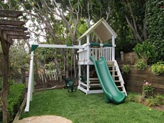 <b>P-130</b>: Polyvinyl Play Set BW